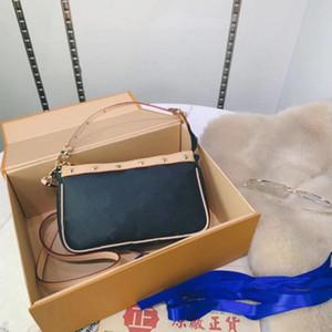 Orijinal kalite çanta perçin çivili omuz çantası kadın debriyaj perçin çanta çanta eyer kemerleri