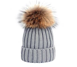 Sıcak Moda Kış Örme Gerçek Kürk Şapka Kadınlar Kalınlaşmak Kasketleri ile 15 cm Gerçek Rakun Kürk Ponponlar Sıcak Kız Kapaklar Snapback Ponpon Beanie Şapka