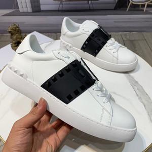 Com Box Fashion Lover Designer Stud Stud Studer Sapatos Mulheres Homens Moda Casual Sapatos Rock Runner Trainer Flats Shoes