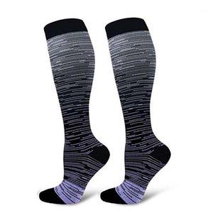 Chaussettes de compression Genou High / Long Long Polyester Nylon Nylon Hosiery Footwear Accessoires pour Femmes Men1