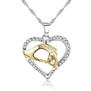 Mère Golden Love Bébé Child Strass Strass Main Tendre Petite Main Design Collier Heart Collier Mom Anniversaire Cadeau Bijoux Cadeau Cadeau