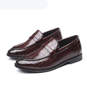 Fashion Crocodile Grain Business Office Men Dress Shoes Luxury Design Red party Wedding Loafers Casual Men Moccasins