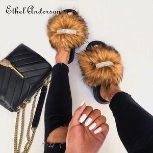 Faídas femeninas peludas por diapositivas de piel flip chanclas hembra zapatillas de diamantes de imitación estilo estilo calzado mujer famosa marca zapatos C1120