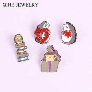 Mini Hedgehog Brooches Serie di Cartoon Series Badge Soft Smalto Pin Books Books Contenitore di regalo a forma di cuore Puzzle Coppia Pins Hedgehog per bambini1