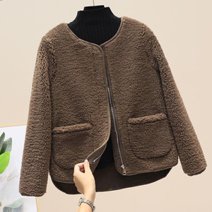 Fashion round collar thickened lamb wool coat female Autumn winter Korean version of loose lamb hair fur integrated winter coat trend.