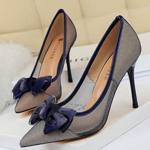 Hot Sale-High Heels Shoes Low With Box Red Bottoms Retro Lace Cut-Outs Classic Luxury Designer Shoes Women Wedding Dress shoes