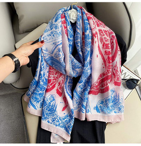 The new universal couple scarf official website has been updated with the big name. The wool jacquard knitting feels soft