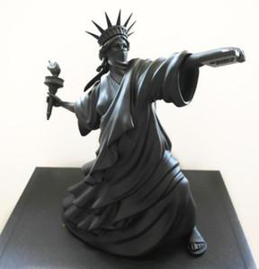 Moderne Kunst Statue der Freiheitswurf Torch Banksy Riot von Liberty London Kunst Messe Harz Skulptur Wohnkultur Kreatives Geschenk Luxuriöse 2021
