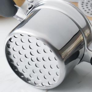 Ricateur de pommes de terre en acier inoxydable à la main manuelle avec 3 disques de finesse interchangeables Poignée de silicone Masher pour fruits légumes GWD4025
