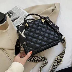 Portable small bag female 2020 new trendy ins wild Korean version of the Internet celebrity broadband autumn and winter messenger shoulder b
