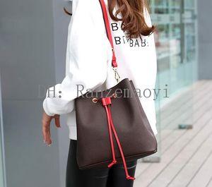 Moda Top Calidad Bolsa de cuero genuino Mujeres Famoso Drawstring Bols Bags Flower Printing Crossbody Bolse