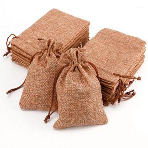 50 / 10pcs Café ligero Favor de la boda de la boda Hessian Burlap Jute Bolsas de regalo con cordón Bolsas de la bolsa Favor de la bolsa Ideal para la wedding vintage1