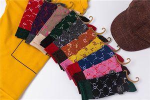 Beliebte Stil Strümpfe Weibliche Modebrief Hohe Strümpfe Baumwolle Persönlichkeit Tinselgold Socken zeigen dünne Stil College Stack Socken
