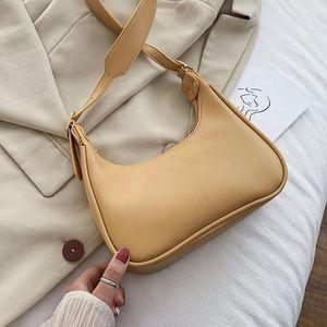 Sacs à bandoulière en cuir demi-Moon PU pour femmes 2021 Automne hiver Luxe de luxe Sacs à main de Couleur Solide Lady Simple Fashion Sac