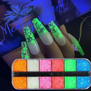 12 Izgaralar Aydınlık Kelebek Nail Art Glitter Pul 3D Floresan Kalp Sequins Lehçe Manikür Tırnak Dekorasyon Karanlıkta Glow