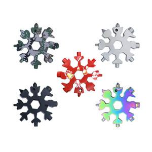 18 en 1 Camping Key Ring Christmas Outdoor Pocket Tool Herramienta de la Cocina Abrebotellas Multifuncional Senderismo Llavero Copo de nieve Llave Llavero GWF4336