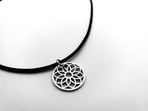 Floral Fun Daisy Leather Rope Necklaces Simple Hollow Rose Sun Flower Petal Necklace Metal Sunflower Lotus Necklace jewelry