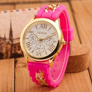 Montres classiques Chaîne Silicone Band Numéraux romains Regarder des femmes colorées Quartz Montre-Bracelet Geneva Crystal Gold Horloge