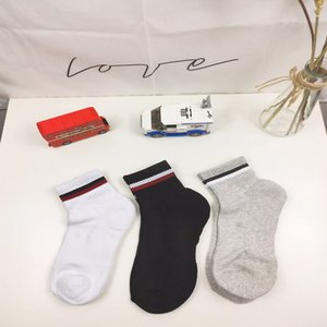 2020 Mens Socks Fashion Striped Sport Cotton Breathable with 3 Colors Skateboard Couple Hip Hop Socks for Male 2020 New Wholesale