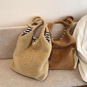 Designer- New Lamb Hair Women Crossbody Messenger Bag Fashion Versatile Shoulder Bag Larger Capacity Totes College Student Book