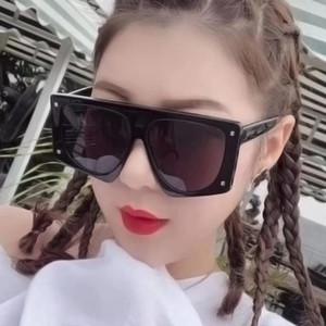Óculos de sol Sexy quadrado enorme rivet tons 2021 plástico grande quadro apartamento top preto mulheres uv400