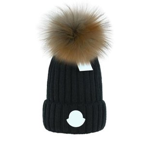 2021 Por atacado Beanie New Winter Caps de malha chapéus Mulheres Bonnet Engrossar gorros com verdadeiro pompombots de pele de guaxinim quente Caps Pompon Geanie