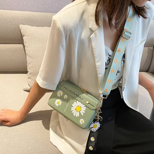 2020 Four colors New Simple style Daisy Flower Pattern Inclined shoulder Suitable for travel popular Sweet and lovely Square bag flap purse