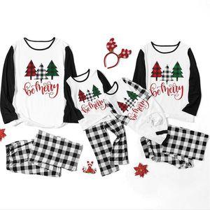 Parent-Child Christmas Family Pijamas Sets Mujeres Hombres Hombres Niños Bebé Restrastada Color Navidad Árbol Letras Camisetas Tops y Pantalones Plaid Traje F120301