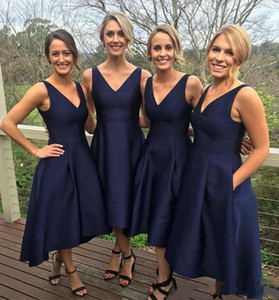 2021 Navy Blue Satin Bridesmaid Dresses Garden Short High Low With Pockets Cheap V-Neck Pleats Maid Of Honor Gowns Formal Junior Bridesmaids