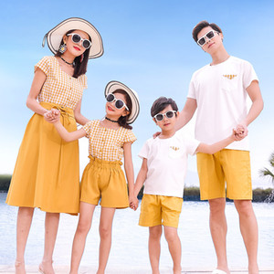 Matching Family Outfits Summer Mum Daughter Dress Dad Son Cotton T-shirt +Shorts Holiday Seaside Beach Couples Matching Clothing LJ201111