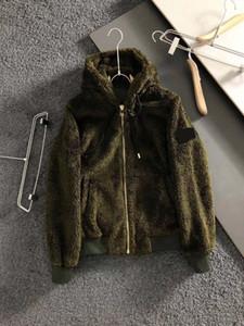 21SS inverno nuovo moda cappotto di pelliccia di lusso mens con cappuccio con cappuccio classico cuciture tascabile grande bussola ricamo spazio in cotone tessuto cachemire giacca