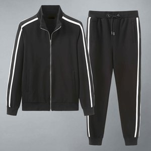 2020 Nuovo Designer Mens TrackSuits Summer T-Shirt Pant Sportswear Sportswear Set di moda manica corta in esecuzione jogging di alta qualità Plus Size W24