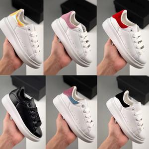 Une plate - forme de timbres pour enfants chaussures de course en Suede et pelle en cuir de veau noir chaussures de sport en plein air