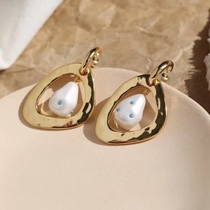 Fashion-Luxurious quality brass material stud earring with nature pearl for women and gifrl friend jewelry gift PS6677A
