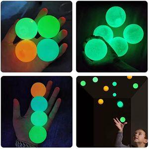 Palloni da soffitto luminescenti Stress Stress Slip Sticky Ball Glow Stick al muro e cade lentamente Squishy Glow Giocattoli per bambini Adulti W-00536