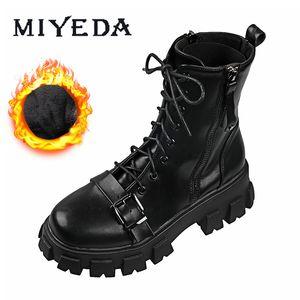 Winter Chunky Basic Black Lace-Up Stiefel Runde Zehen Knöchel Weibliche Weiße Lederplattform Coole Plüsch Martin Boot J1220