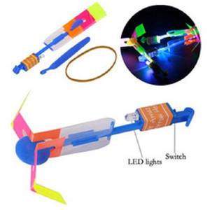 LED Flier Flyer LED Fliegen Erstaunlicher Pfeil-Hubschrauber-Fliegen-Regenschirm-Kind-Spielzeug erstaunliche Aufnahmen Aufleuchtenblinken Parachute Geschenke Sea Shipping OOA2245