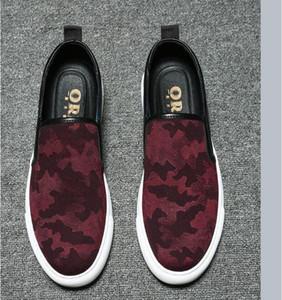 2021 Neue Stickerei Männer Mode Beiläufige Schuhe Schwarz / Weiß / Rot Glitter Freizeit Slip auf Nieten Müßiggänger Schuhe Mann Party Jäten Kleid Schuhe