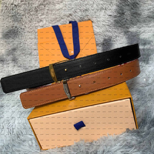 Cinturón de hombre de cuero de cuero antiguo de la vieja y roja de la calidad más vendida con la hebilla de la letra clásica enmarcada unisex