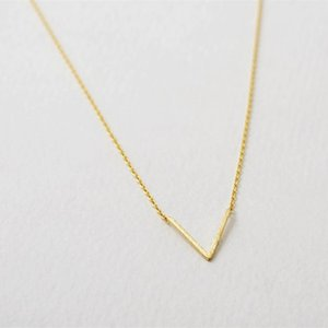 "Fashion V-shaped symbolic Pendant Necklace ""V"" letters necklaces Gold White Rose Three Color Optional Suitable for Men And Women"