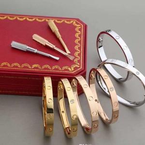 Nouveau bracelet en acier raffiné Cadeau de mode Gold Silver Rose Gold Hommes et femmes doivent
