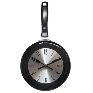 8 Inch Frying Pan Design Hanging Wall Clock Kitchen Metal Watch Saat for Novelty Art Home Room Decoration Black White Red