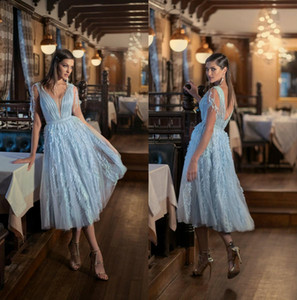 Modest Sky Blue Pal Robes Robeaux 2021 Durée de thé longueur Deep V cou Tulle Tulle Ruches Ploits Backless Custom Custom Formel Robes Vestidos