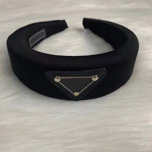 Luxus Designer Schwamm Stirnbänder Haarbänder für Frauen Mädchen Marke Elastische Buchstabe P Schwarz Dreieck Stirnband Sport Fitness Stirnband Kopf Wrap