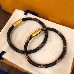 19cm love FashionLouis Leather Bracelets keep for Men Woman Designers Couples V lock wristband Flower it Pattern Bracelet jewelry y1RV#