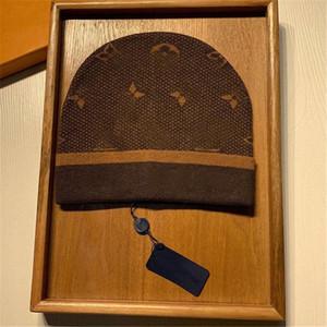 2021 Moda mens designers bonnet inverno beanie de malha lã chapéu mais veludo tampão crédicos máscara grossa franja franja bbb