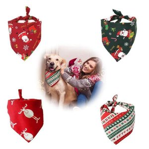 Dog Bandanas Xmas Prints Dog Neckerchief Pets Mouth Saliva Towel Bib Washable Soft Cotton Pet Scarf Triangular Bandana GWC4518