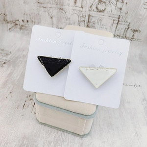 2021 new arrival triangle brooch wild pin men and women temperament trendy personality coat western accessories