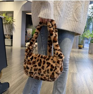 Winter Fashion Shoulder Bag vintage soft long Chains messenger bag women New Stream zipper bagsoutdoor Phone totes