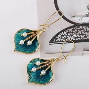 European and American fashionable ginkgo leaf shaped earrings pearl charm girl alloy oil earring ornaments